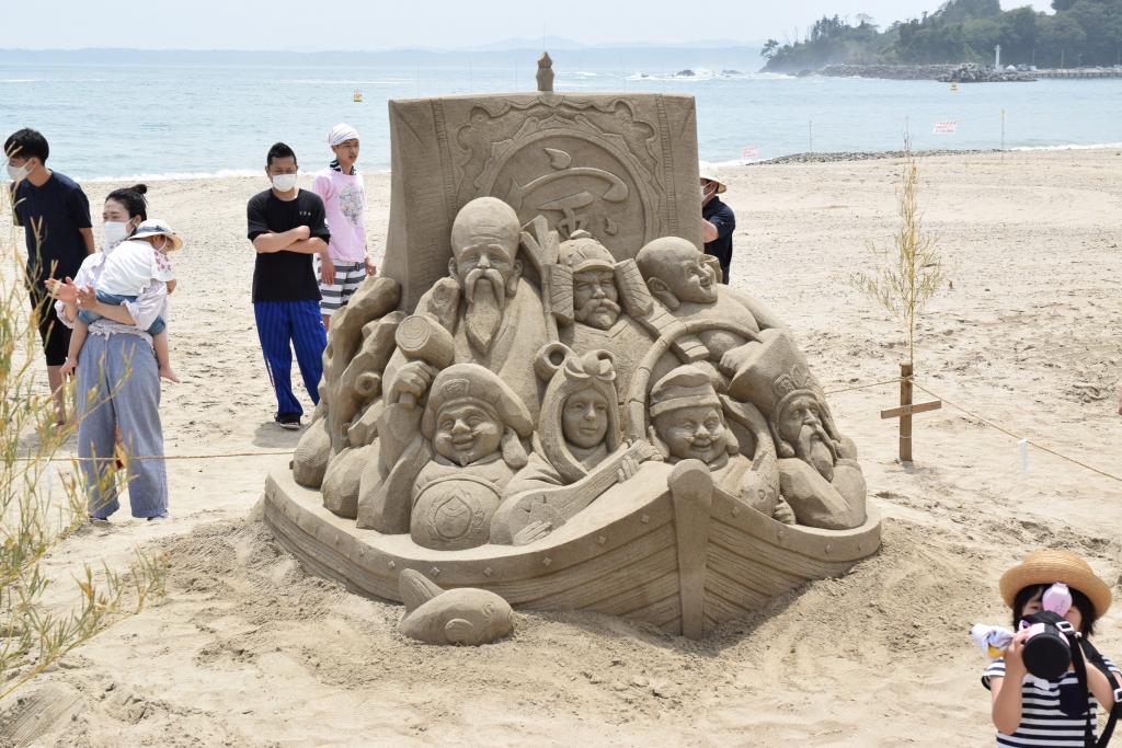 完成した「宝船と七福神」