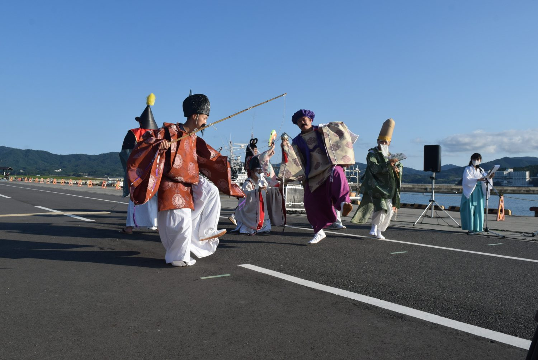 ステージでは伝統芸能などが披露された